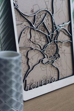 Laser Cut Wood, Laser Cutting, Layered Architecture, Wooden Map, 3d Cnc, Small Wood Projects, Concrete Art, Diy Presents, City Maps