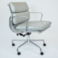 Charles & Ray Eames management chair by Herman Miller. #Eames #design #modern #decor