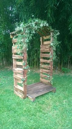 Arbor made of pallets