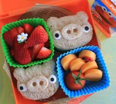 tutorials on bento lunches . must make these angry birds pigs Cute Bento Boxes, Bento Box Lunch, Lunch Snacks, Box Lunches, Snack Box, School Lunches, Healthy Lunches, Toddler Meals, Kids Meals