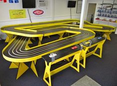 A Very Nice Slot Car Track from the net Slot Car Race Track, Ho Slot Cars, Slot Car Racing, Slot Car Tracks, Race Cars, Race Tracks, Road Racing, Carrera, Las Vegas