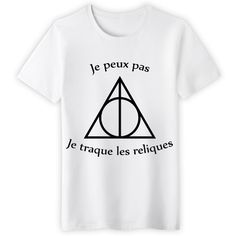 Shop Je peux pas je traque les reliques harry potter t-shirts designed by NeoNeTech as well as other harry potter merchandise at TeePublic. Pull Harry Potter, Harry Potter Mode, Harry Potter Style, Harry Potter Outfits, Geek Shirts, Cool T Shirts, Party Fashion, Diy Fashion, Fashion Shirts