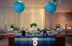Um chá-de-bebê azul e cheio de ursinhos, combinando com a decoração do quartinho,para comemorar a chegada do Pedro: Decoração: Letícia Alencar