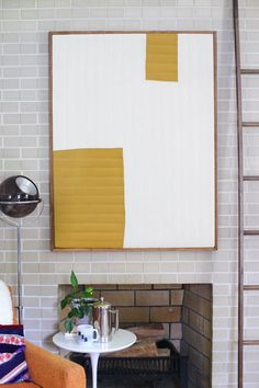 Make your own quilted modern art for a huge design impact. Love this DIY! Diy Wand, Quilt Hangers, Key Hangers, Huge Design, Design Art Nouveau, Art Simple, Do It Yourself Inspiration, Focal Wall, Quilt Modernen