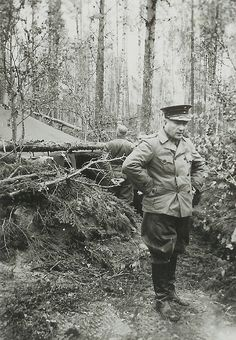 Finnish General Siilasvuo near Kiestinki, Finland, - pin by Paolo Marzioli Night Shadow, Navy Air Force, Fight For Us, Army & Navy, Eastern Europe, World War Two, Troops, Wwii, 1940s
