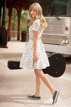 Daring double polka-dots! #TaylorSwift