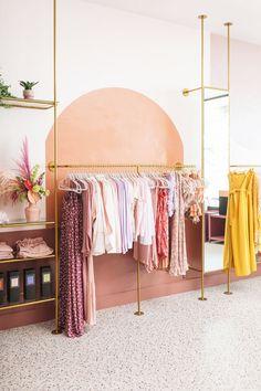 Showroom Interior Design, Boutique Interior Design, Boutique Decor, Boutique Store Design, Boho Boutique, Retail Boutique, Boutique Ideas, Boutique Stores, Clothing Store Interior