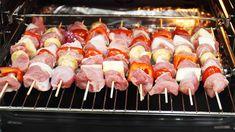 Fantasticky chutné špízy z marinovaného mäska. Môžete na ne použiť čokoľvek, čo nájdete v chaldničke. Sushi, Sausage, Meat, Ethnic Recipes, Food, Meals, Sausages, Yemek, Eten