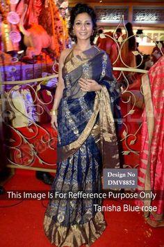 Tanisha Mukherjee Bleu marine net Saree avec Blouse Prix:106,63 €  Bleu marine, saree net d'or, chemisier. Embelli avec. Saree est livré avec licou blouse. Produit sont disponibles en tailles 34,36,38,40. Il est parfait pour l'usure du festival, vêtements de mariage et l'usure du parti. Travail: travaux multi Sequins Blouse tissu: Metty  http://www.andaazfashion.fr/womens/sarees/navy-blue-net-saree-with-blouse-dmv8852.html