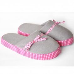 d8670a5467c 39 Best pantuflas images in 2014 | Bedroom slippers, Roses, Pajamas