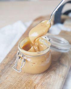 Sukkerfri karamellsaus laget med bare 3 ingredienser - Sukkerfri Hverdag