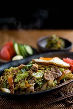 Yakisoba (焼きそば) - Japanese Stir-Fried Noodles富士宮焼きそば //Manbo