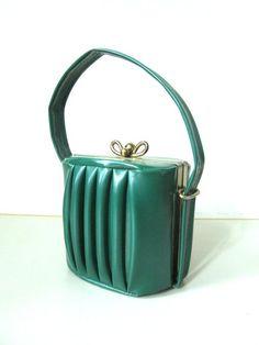 Women's Purses : Handbag Art Deco Forest Green Vegan Vinyl Rare and Unique Vintage Purse - Fashion Inspire Vintage Purses, Vintage Bags, Vintage Handbags, Vintage Shoes, Vintage Outfits, Style Vintage, Mode Vintage, Unique Vintage, Retro Vintage