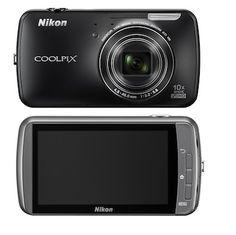 Mezclando la cámara y el móvil. Nikon incluye por primera vez en su línea Coolpix un modelo, la S800c, con sistema operativo Android.