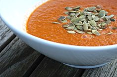 Verdens beste tomatsuppe Thai Red Curry, Cantaloupe, Fruit, Ethnic Recipes, Soups, Food, The Fruit, Soup, Meals