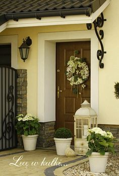 Vibrant valued porch design backyard Take the Quiz House With Porch, House Front, Front Porch, Porch Kits, Porch Ideas, Building A Porch, Front Door Decor, Front Yard Landscaping, Porch Decorating