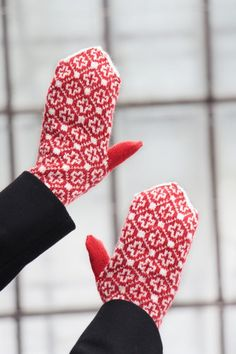 Red fairisle mittens, Nordic gloves, knit gloves, winter gloves, knit accessories, Scandinavian mittens, mittens womens, hand warmers gift Red Mittens, Winter Gloves, Soft And Gentle, Knitwear Fashion, Baby Warmer, Knitted Gloves, Knitting Accessories, Red Cross, Hand Warmers