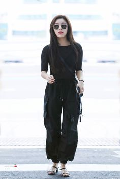 """""""This Wheein and this moonbyul. Airport Fashion Kpop, Kpop Fashion, Asian Fashion, Fashion Beauty, Fashion Outfits, Kpop Outfits, Casual Outfits, Divas, Wheein Mamamoo"""