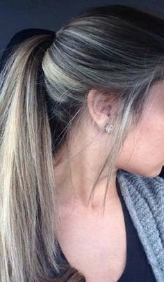 I like the wisps on the sides. I like the wisps on the sides. Ombré Hair, Hair Skin Nails, Hair Day, New Hair, Hair Lights, Light Hair, Cabelo Ombre Hair, Balayage Hair, Hair Color And Cut