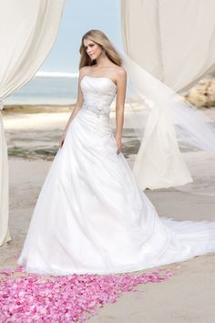 Stella York Wedding Dresses Photos on WeddingWire