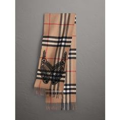 Burberry The Classic Cashmere Scarf in Check and Lace ($785) ❤ liked on Polyvore featuring accessories, scarves, cashmere shawls, lace scarves, burberry scarves, checkered scarves and woven scarves