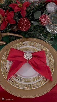 Christmas Table Settings, Christmas Table Decorations, Balloon Decorations, Diy Crafts For Home Decor, Diy Arts And Crafts, Napkin Folding, Christmas Crafts, Xmas, Holiday Festival
