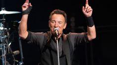 Bruce Springsteen spielte zwei Konzerte in New Jersey. Dabei übertraf er den US-Rekord für die längste Spielzeit seiner Karriere beide Male. Zudem sorgte der Boss für einige Überraschungsmomente.
