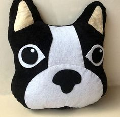 como hacer cojines de figuras de animales Cute Pillows, Baby Pillows, Sewing Projects For Kids, Sewing Crafts, Felt Pillow, Pillow Fight, Christmas Pillow, Felt Ornaments, Vintage Pillows