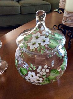 Hand Painted Glass with white flowers. Painting Glass Jars, Painted Glass Vases, Glass Painting Designs, Painted Wine Bottles, Hand Painted Wine Glasses, Mirror Painting, Bottle Painting, Bottle Art, Bottle Crafts
