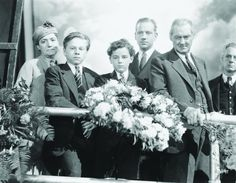 Still of Lionel Barrymore, Freddie Bartholomew, Mickey Rooney and Melvyn Douglas in Captains Courageous (1937)