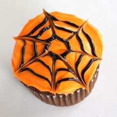 Spiderweb Cupcakes | The Girl Who Ate Everything