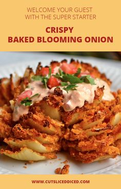 Yammie's Noshery: Baked Bloomin' Onion Soak in water (fridge) over night to open petals. I Love Food, A Food, Food And Drink, Vegan Food, Baked Blooming Onion, Bloomin Onion, Food Porn, Onion Recipes, Appetizer Recipes