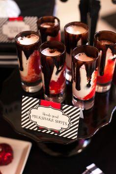 Un chupito de milkshake para una fiesta vampiro / A milkshake shot for a vampire party
