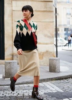 Get the Paris Fashion Week street style look from your favourite influencers with the help of & Other Stories. Paris Chic, Fashion Week Paris, Look Fashion, Trendy Fashion, Fashion Design, Trendy Style, Womens Fashion, Mode Outfits, Fashion Outfits
