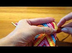 Ply split braiding strap for Mochila bag / Splits vlecht band voor Mochila tas -. Tapestry Crochet, Knit Crochet, Mochila Crochet, Crochet Projects, Diy And Crafts, Braids, Crochet Patterns, Weaving, Stitch