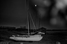 Photo du jour : Boats and the moon