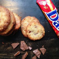 Daim cookies med nødder Crazy Cakes, Baking Recipes, Muffin, Cookies, Breakfast, Sweet, Desserts, Heaven, October