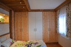 Zirben Schlafzimmer kombiniert mit sonnenverbranntem Altholz Relax, Divider, Room, Furniture, Home Decor, Built Ins, Bed, Bedroom, House