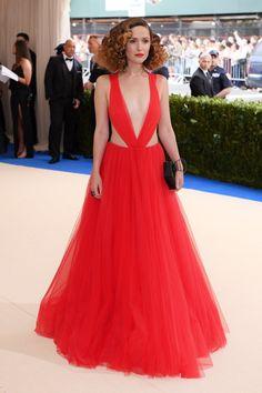 Bella Hadid Redefines Revenge Body on the Met Gala Red Carpet