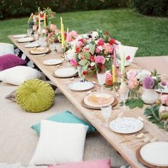 26 Gorgeous Tablescapes To Inspire Your End-Of-Summer Party - For this bohemian backyard bash, designer Jessie Capstick layered rugs and pillows to create comfortable floor seating, allowing for a more intimate and relaxed dinner. Via Inspired By This Garden Party Decorations, Decoration Table, Boho Garden Party, Vintage Garden Parties, Summer Garden, Boho Hen Party, Bohemian Party Decorations, Winter Garden, Outdoor Dinner Parties