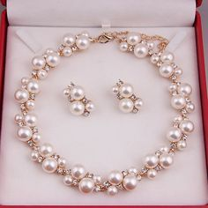 Fashioned Freshwater Pearl Necklace With  Gold Chain