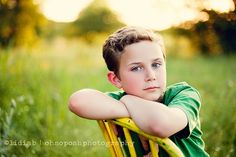 Best Ideas Photography Poses For Teens Boys Kids Little Boy Photography, Children Photography Poses, Teen Photography, Children Poses, Brother Photography Poses, Chair Photography, Photography Career, Holiday Photography, Photography Lighting