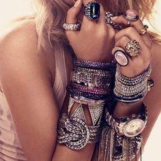 Boho bling w a Gypsy vibe Hippie Style, Ethno Style, Hippie Boho, Easy Style, Style Me, Wild Style, Bohemian Mode, Boho Chic, Bohemian Style