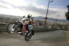 KTM Duke prodotte in Cina con CF Moto KTM costruirà moto in Cina per il mercato interno, grazie all'accordo siglato con la cinese CF Moto. La casa austriaca inviera dalla fabbrica indiana di Bajaj i kit di assemblaggio di Duke 200 e 390 che poi saranno assemblate in loco, in modo da evitare le tase doganali. In futuro la Cina monterà anche le moto prodotte in Austria - See more at: http://www.insella.it/news/ktm-duke-prodotte-cina-cf-moto#sthash.6BITdvXv.dpuf