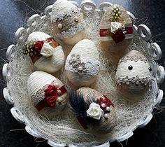 Ideas for crochet basket easter spring Easter Egg Crafts, Easter Projects, Easter Treats, Easter Gift, Happy Easter, Easter Eggs, Crochet Christmas Ornaments, Christmas Embroidery, Easter Egg Designs