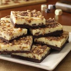 Toffee Cheesecake Bars Recipe -These melt-in-your-mouth treats are absolutely delicious.No one would ever guess they're lighter. -uses light cream cheese, condensed milk, cocoa, 2 eggs, English toffee bit. Toffee Cheesecake, Cheesecake Recipes, Dessert Recipes, Bar Recipes, Chocolate Cheesecake, Cooking Recipes, Oreo Dessert, Dessert Bars, Fudge