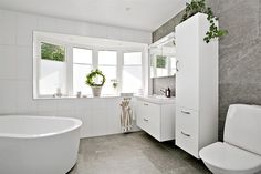 Stort fint badrum med golvvärme Bathroom Inspo, Bathroom Inspiration, Bathroom Interior, Sweet Home, Bathtub, Interior Design, House, Design Ideas, Goals