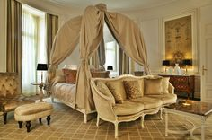 La Suite Royale / The Royal Suite : Tiara Château Hôtel Mont Royal #Chantilly.