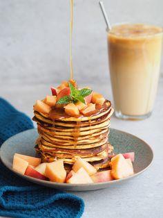 Længe leve svampede pandekager, som er kalorielette og uden tilsat sukker! De her lækre pandekager, er både lav på kalorier, og så indeholder de både massere af protein, en banan som gør dem svampede og så mætter de i utrolig lang tid. De er perfekte til morgenbordet eller hvis du…