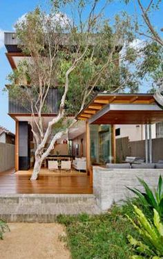 Designed by architect Andrew Burges, this modern house truly becomes one with the environment that surrounds it.